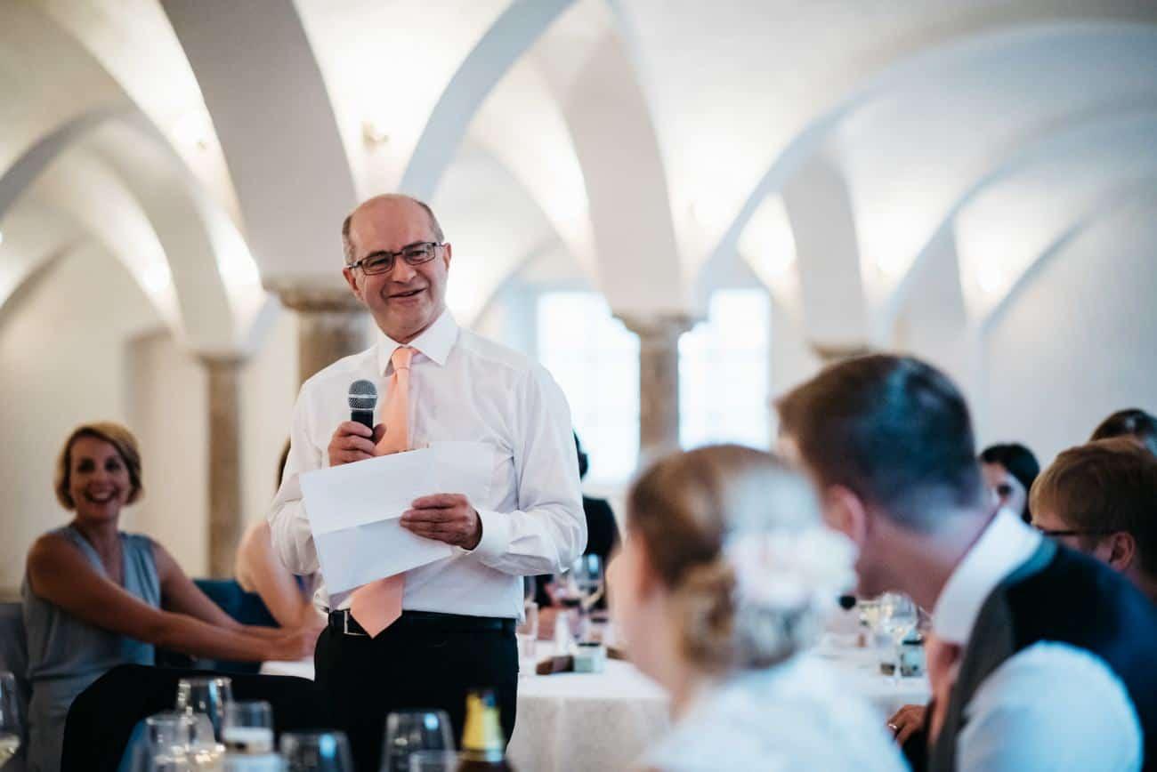 Elegante Hochzeit im Gewölbesaal auf dem Hofgut Sickertshofen